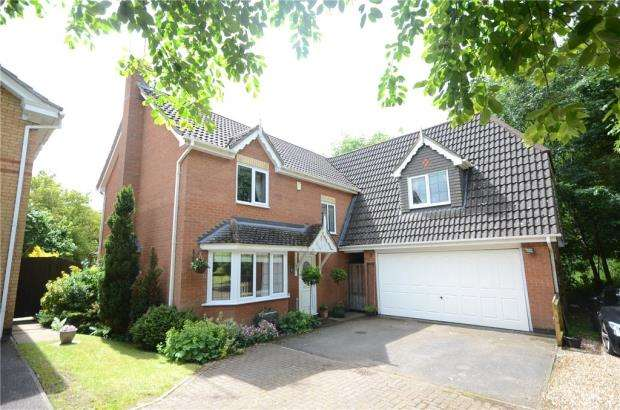 5 Bedrooms Detached House for sale in Blackthorn Close, Tilehurst, Reading