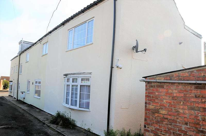 3 Bedrooms Semi Detached House for sale in Franklin Square, Spilsby, PE23 5JD