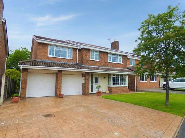 5 Bedrooms Detached House for sale in Turnberry Drive, Wilmslow, Cheshire