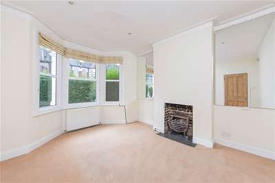 3 Bedrooms House for rent in Whellock Road, Chiswick, W4
