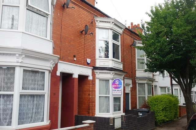 3 Bedrooms Terraced House for sale in Beaconsfield Road Leicester LE3 0FG