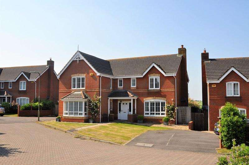 5 Bedrooms Detached House for sale in Micheldever Gardens, Whitchurch