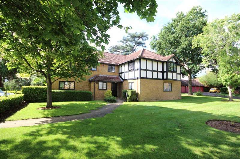 2 Bedrooms Apartment Flat for sale in Newton Court, Old Windsor, Berkshire, SL4