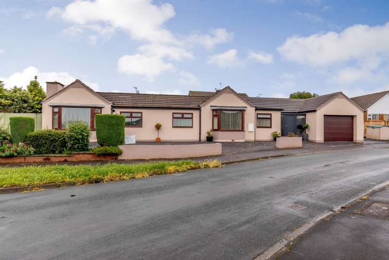 5 Bedrooms Bungalow for sale in Willow Rise, Tadcaster, North Yorkshire LS24 9LG