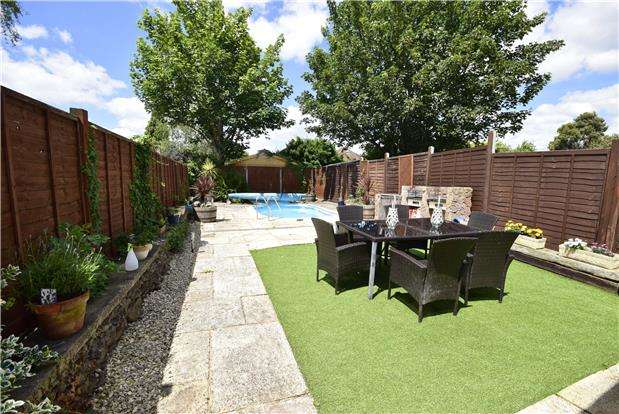 3 Bedrooms Semi Detached House for sale in North Street, Downend, BRISTOL, BS16 5SY