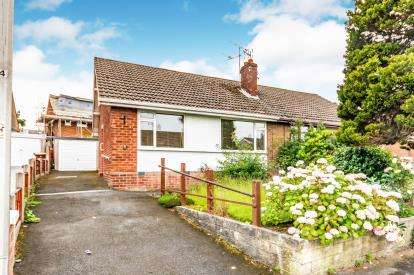 2 Bedrooms Bungalow for sale in Yew Tree Drive, Bredbury, Stockport, Cheshire