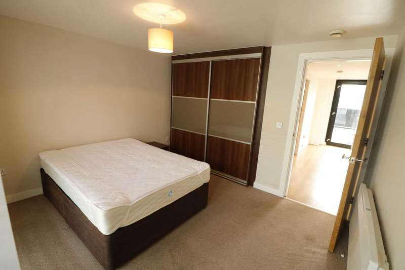 3 Bedrooms Apartment Flat for rent in Hamilton House