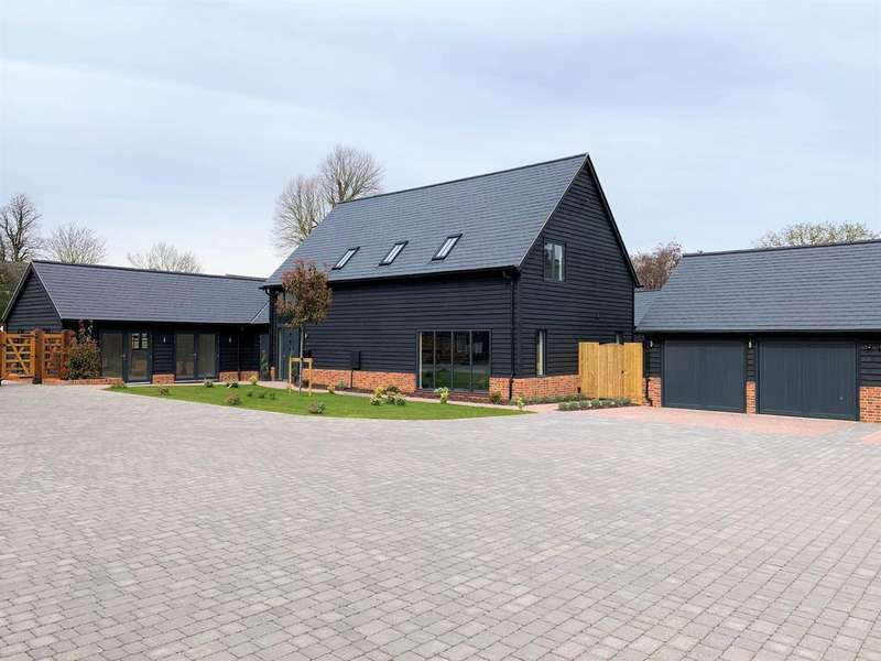 5 Bedrooms Detached House for sale in Church Farm Court, Roxton, Bedford MK44