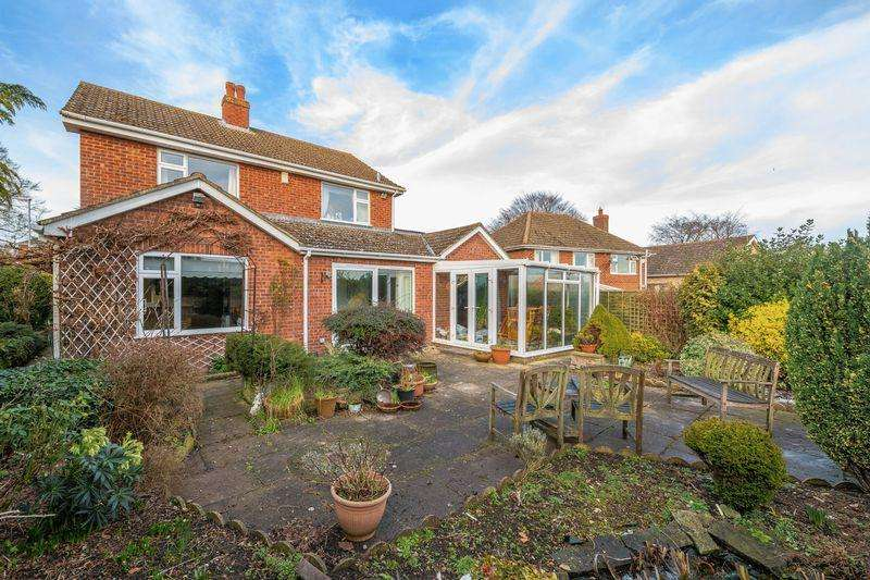 3 Bedrooms Detached House for sale in NO CHAIN - Langton Hill, Horncastle