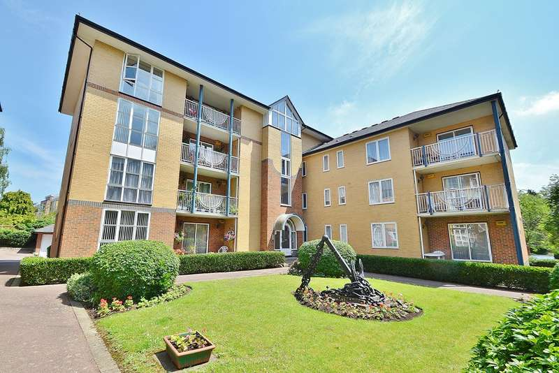 2 Bedrooms Flat for sale in Highfield