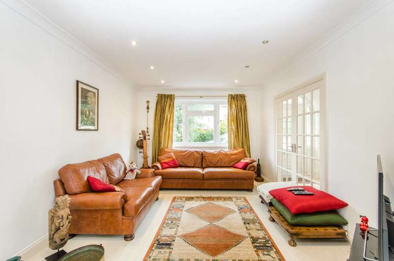 3 Bedrooms House for sale in High Worple, Rayners Lane, HA2