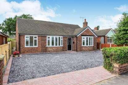 4 Bedrooms Bungalow for sale in Danebank Avenue, Crewe, Cheshire