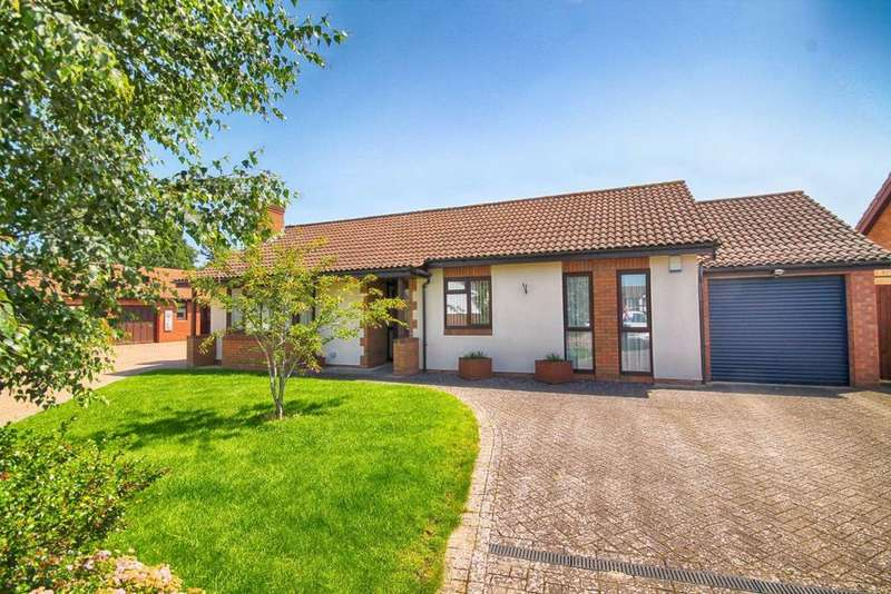 3 Bedrooms Detached Bungalow for sale in Whitethorn Drive, Prestbury, Cheltenham, GL52