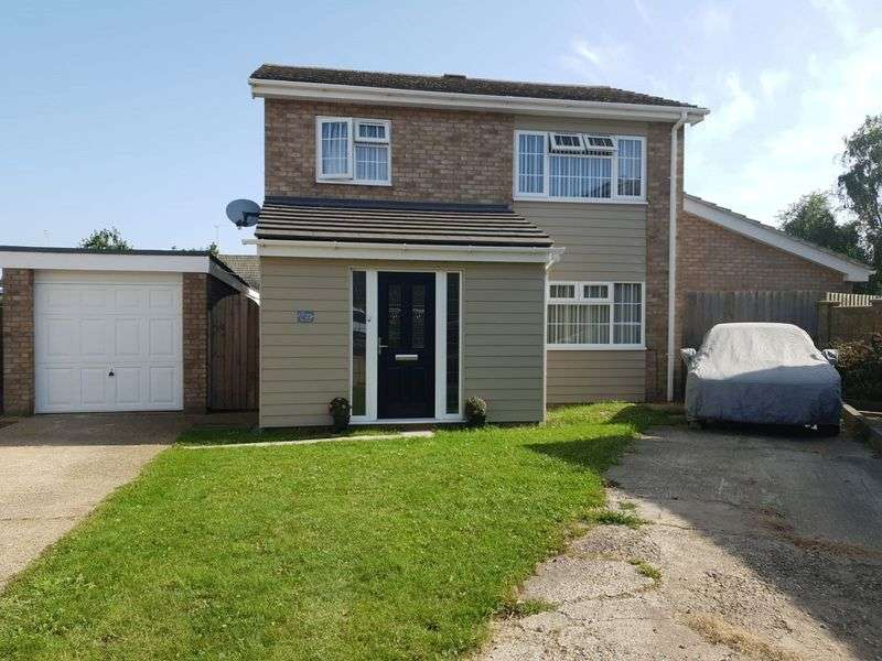 4 Bedrooms Property for sale in Grange Close, Frinton-On-Sea