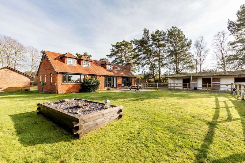 5 Bedrooms Detached House for sale in St Leonards, Ringwood, BH24