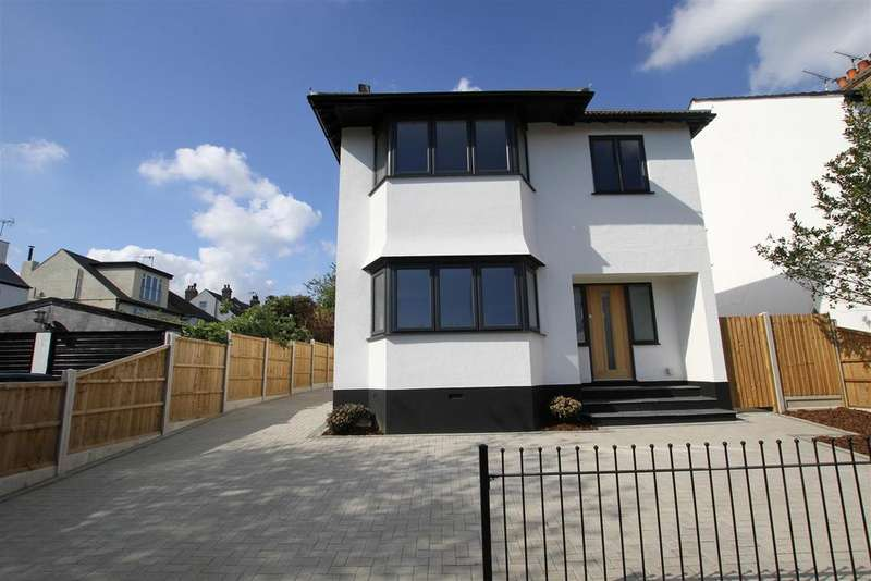 4 Bedrooms Detached House for sale in Percy Road, Leigh-On-Sea