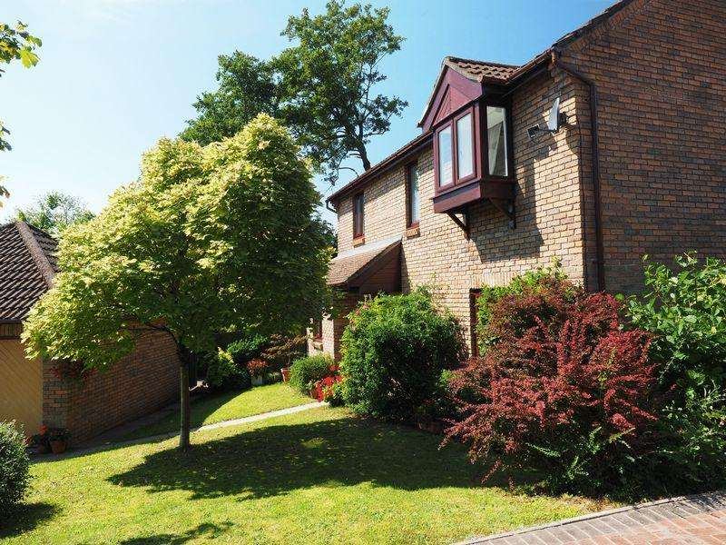 4 Bedrooms Detached House for sale in Longhouse Grove, Cwmbran