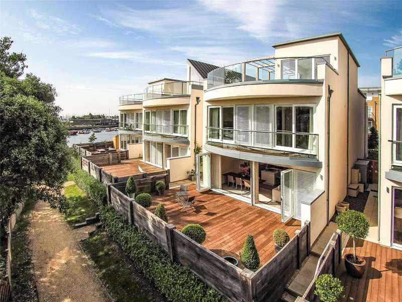 3 Bedrooms Detached House for sale in River Walk, Lymington, Hampshire, SO41