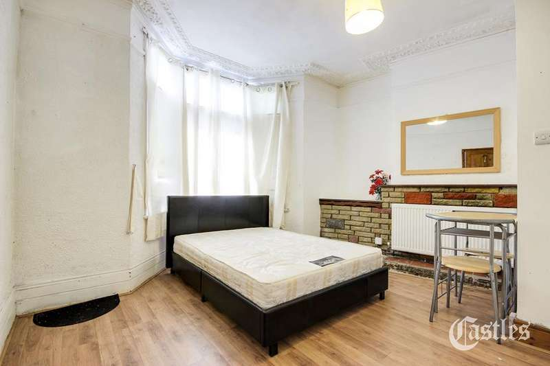 3 Bedrooms Property for sale in St. Albans Crescent, Wood Green, London, N22