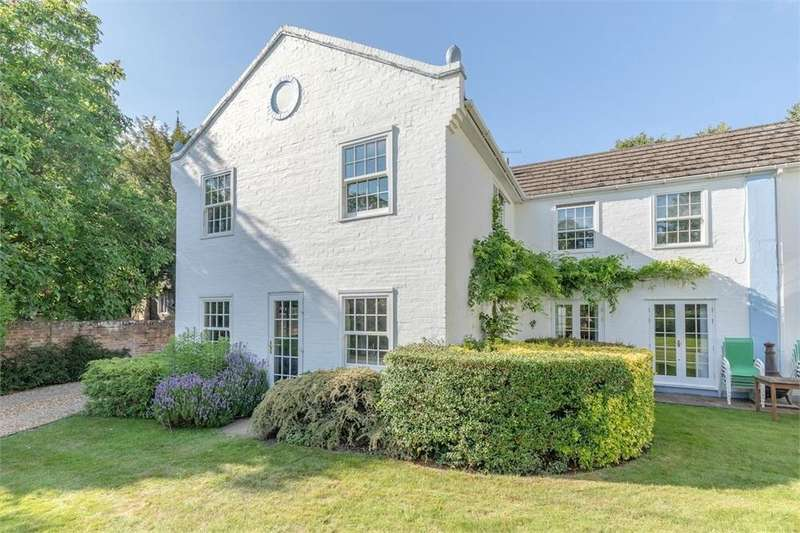 1 Bedroom Flat for sale in White Hermitage, Church Road, Old Windsor, Berkshire