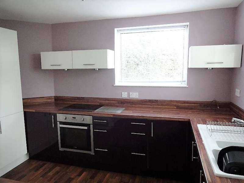 2 Bedrooms Terraced House for rent in 4 Stanton Crescent Frecheville Sheffield