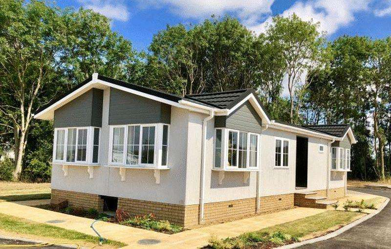2 Bedrooms Detached House for sale in New Road, Shefford