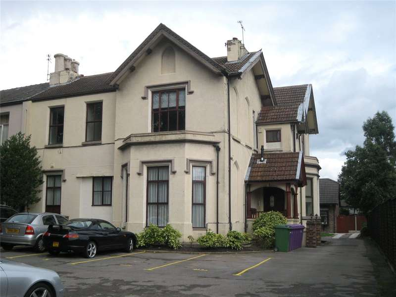 2 Bedrooms Flat for rent in Eaton Road West Derby Liverpool
