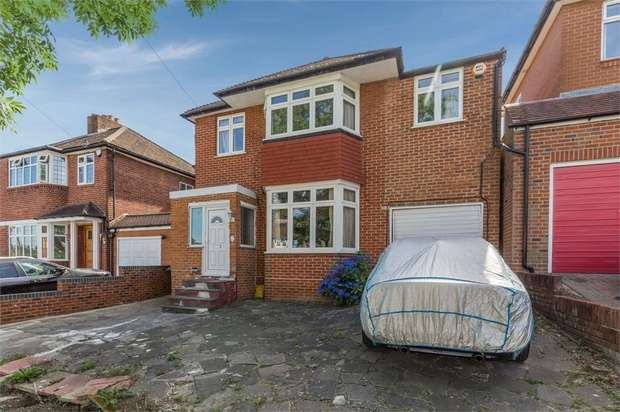 5 Bedrooms Detached House for sale in Curthwaite Gardens, Enfield, Greater London