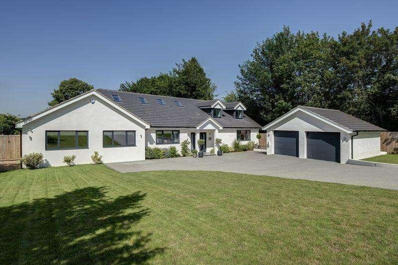 5 Bedrooms Detached House for sale in Upper Hollis, Great Missenden