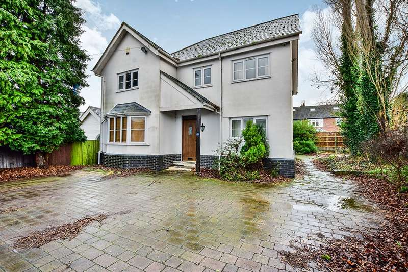 4 Bedrooms Detached House for sale in Woodhouse Lane, Sale, Greater Manchester, M33