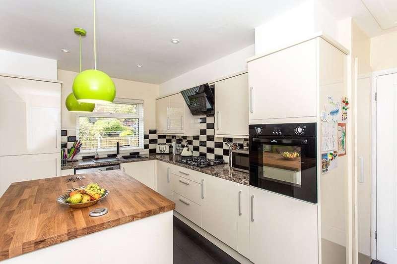 3 Bedrooms Detached Bungalow for sale in Truro Walk, Normanton, West Yorkshire, WF6
