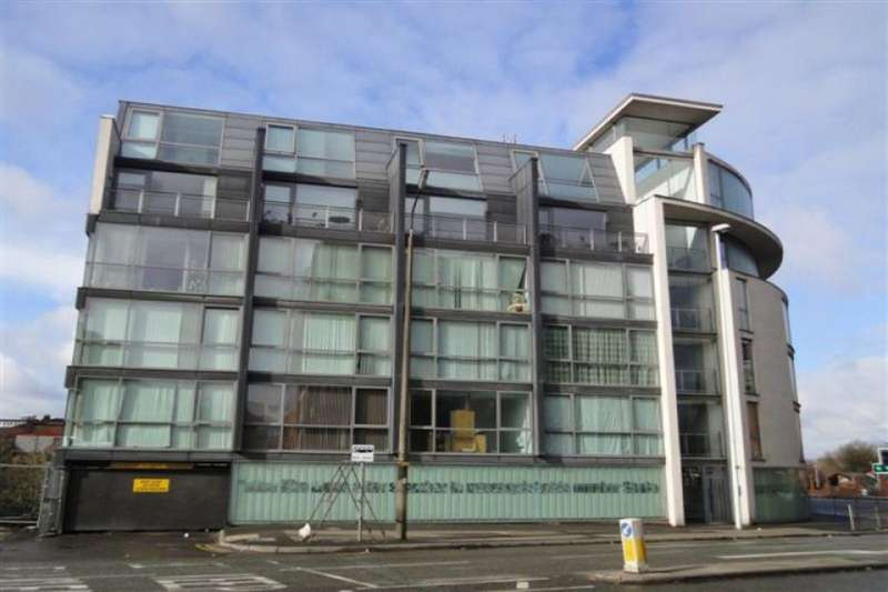 2 Bedrooms Apartment Flat for sale in Transport House, 1 Crescent, Salford, M5