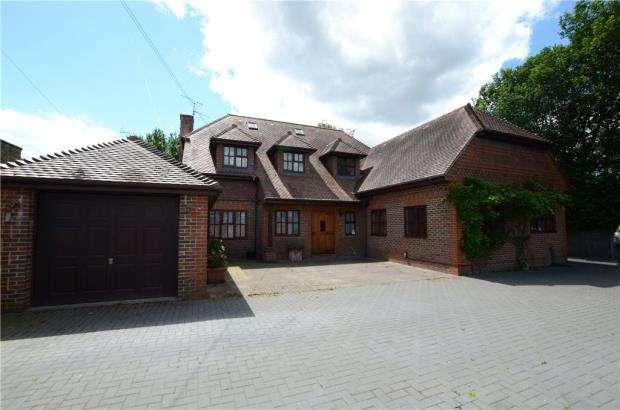 4 Bedrooms Detached House for sale in Hazel Avenue, Farnborough, Hampshire