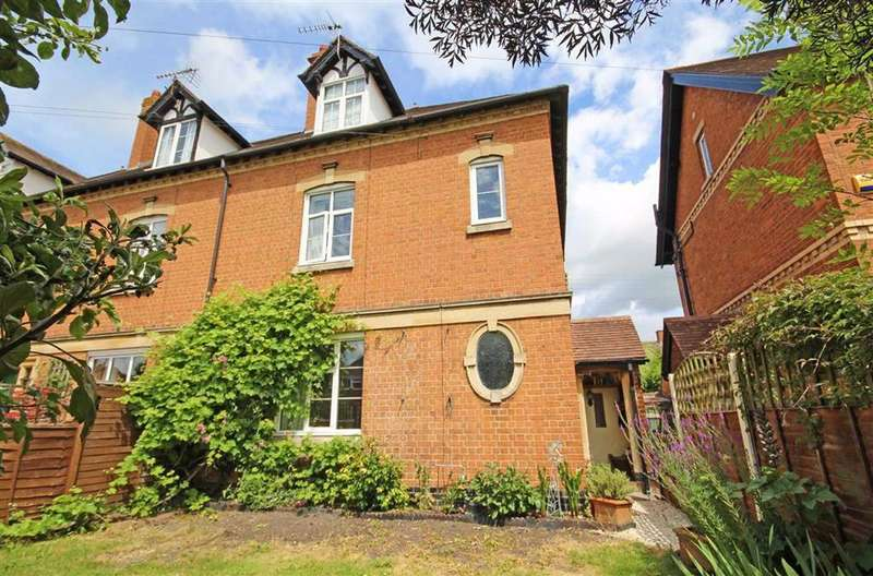 4 Bedrooms Semi Detached House for sale in Cotswold Gardens, Central, Tewkesbury, Gloucestershire