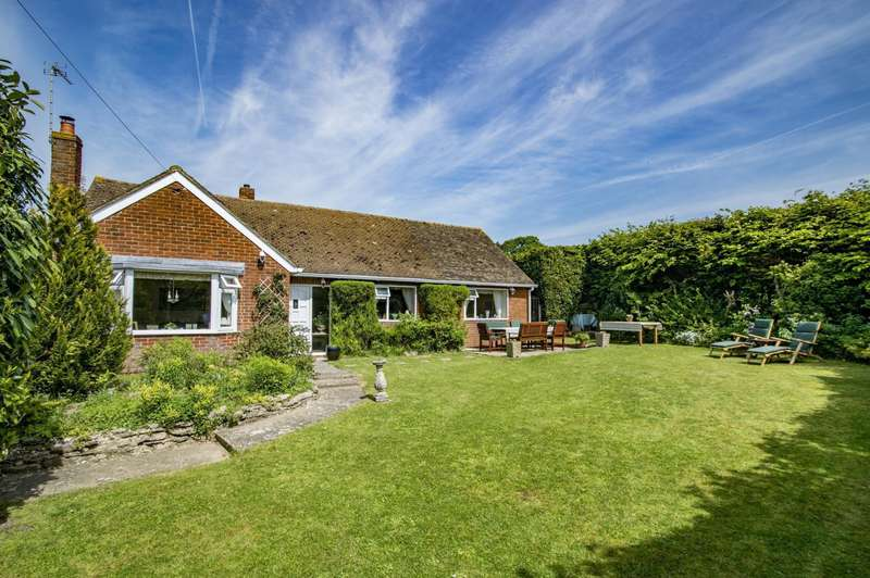 3 Bedrooms Detached Bungalow for sale in Cross Keys Road, South Stoke, Reading, RG8