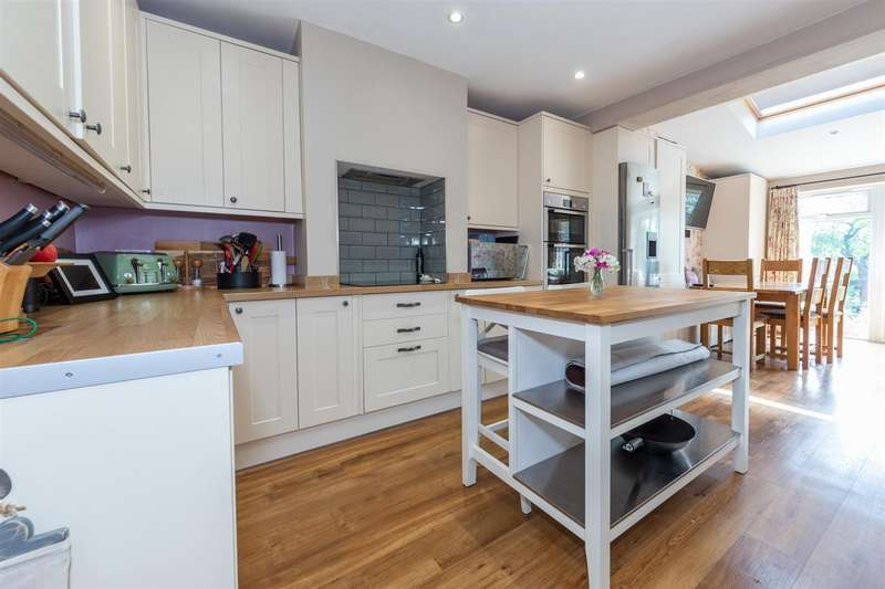 4 Bedrooms Semi Detached House for sale in Barrie Avenue, Dunstable, Bedfordshire