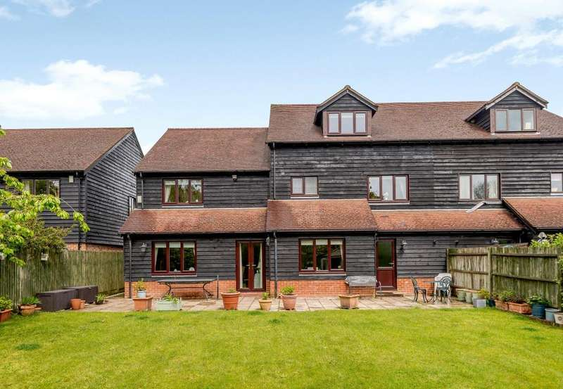 5 Bedrooms Semi Detached House for sale in Old Stocks Court, Upper Basildon, Reading