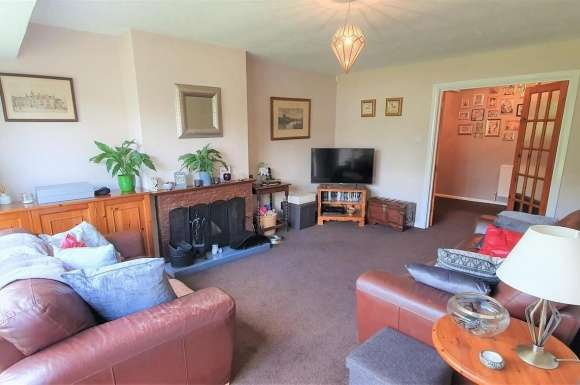 3 Bedrooms Bungalow for sale in Inhams Way, Silchester, Reading