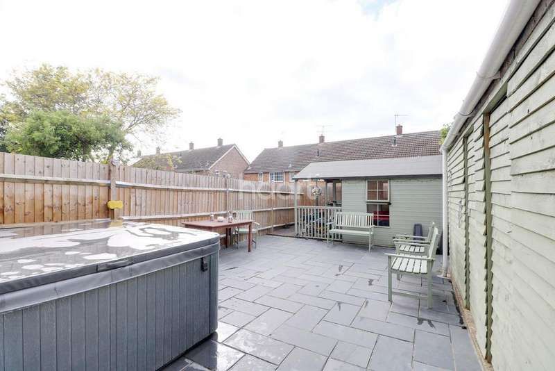 3 Bedrooms Terraced House for sale in Reaper Close, LU4