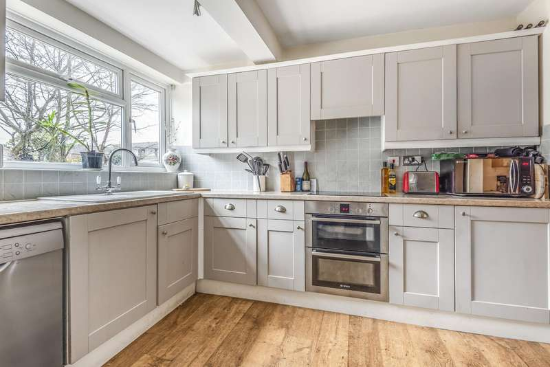4 Bedrooms End Of Terrace House for sale in Vine Road, Stoke Poges, SL2