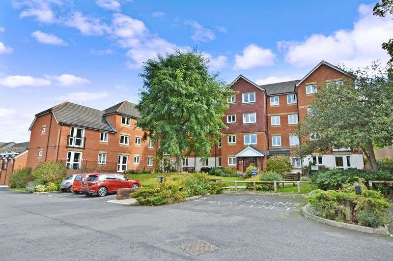2 Bedrooms Property for sale in Florence Court, Aylesbury, HP19 9SY
