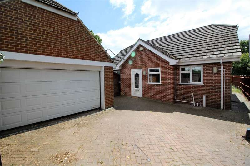 3 Bedrooms Detached Bungalow for sale in Victoria Road, Tilehurst, READING, Berkshire