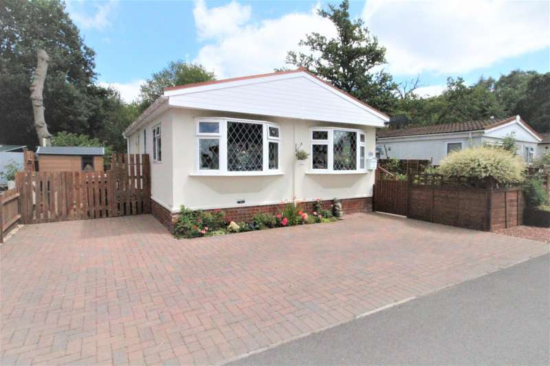 2 Bedrooms Mobile Home for sale in Park Lane, Finchampstead, Wokingham, RG40 4PY
