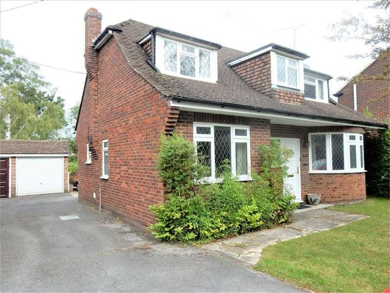 3 Bedrooms Detached House for sale in College Road, College Town, SANDHURST, Berkshire