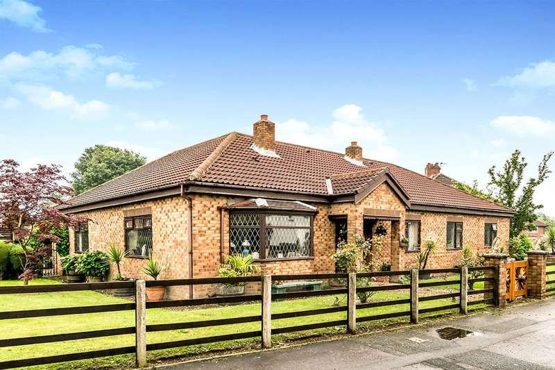 4 Bedrooms Detached Bungalow for sale in Middleton Park Grove, Leeds, LS10