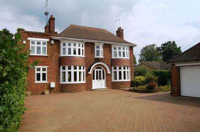 4 Bedrooms Detached House for sale in Park View, Moulton, Northampton NN3 7TW