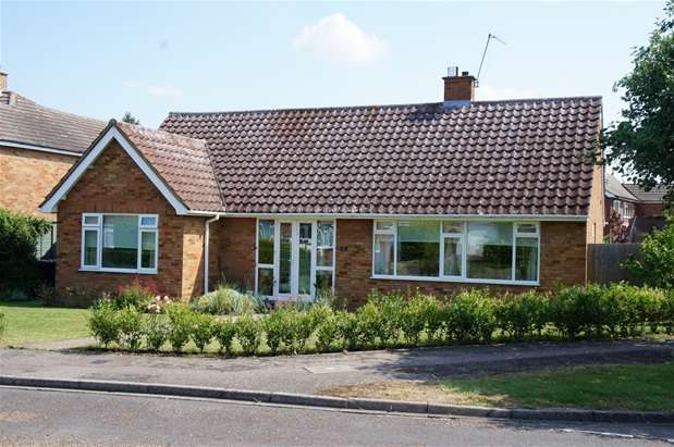 3 Bedrooms Detached Bungalow for sale in Princes Road, Bromham, Bedford