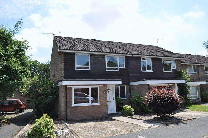 3 Bedrooms Semi Detached House for rent in Norton Road, Camberley