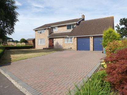 4 Bedrooms Detached House for sale in The Close, Coaley, Dursley, Gloucestershire