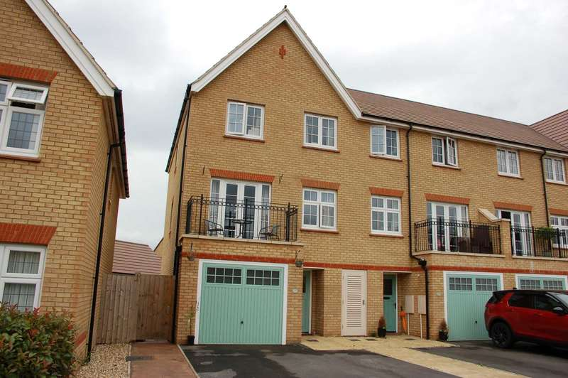 4 Bedrooms End Of Terrace House for sale in Rossiter Close, Bathpool,